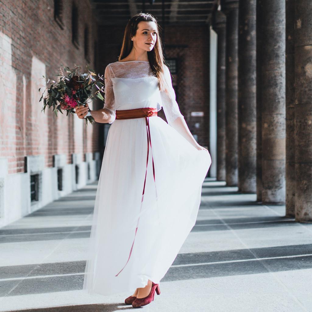 Spitzenoberteil Hochzeit  Brautzweiteiler aus München mit zartem Spitzenoberteil