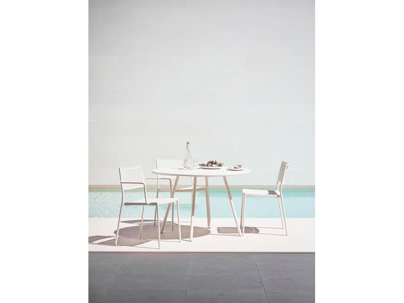 Stuhl Mit Armlehne Weiß  Cane line LESS Stuhl mit Armlehne Weiß stapelbar