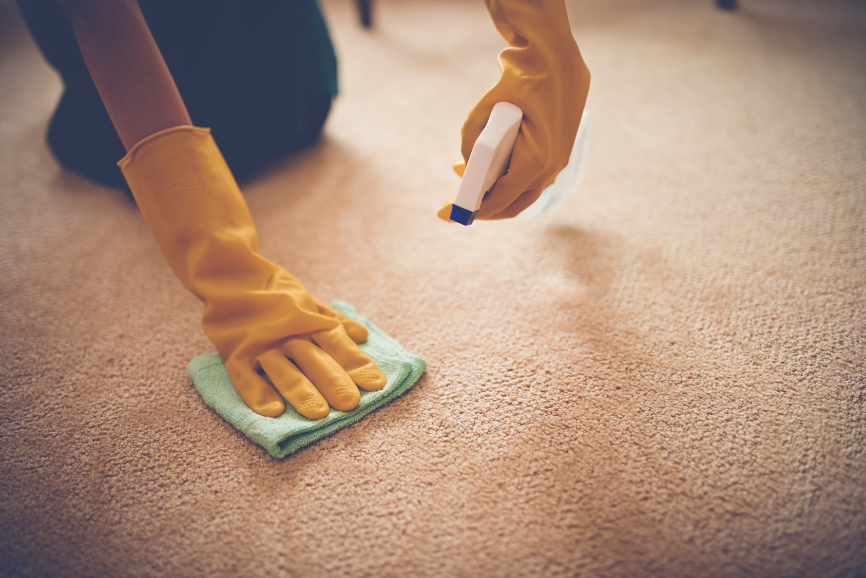 Teppich Reinigen  Teppich reinigen 12 Tipps Haushaltstipps