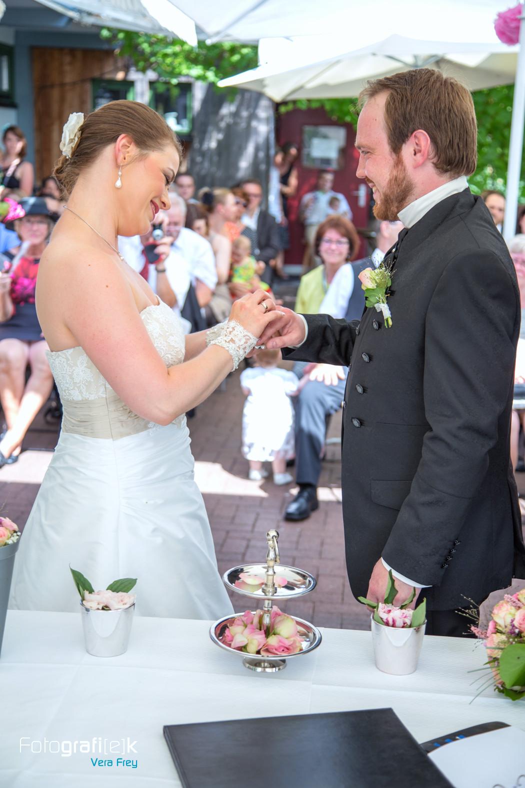 Thomas Gleiß Hochzeit  Hochzeitsfotos von Carolin & Thomas in der Gaststätte