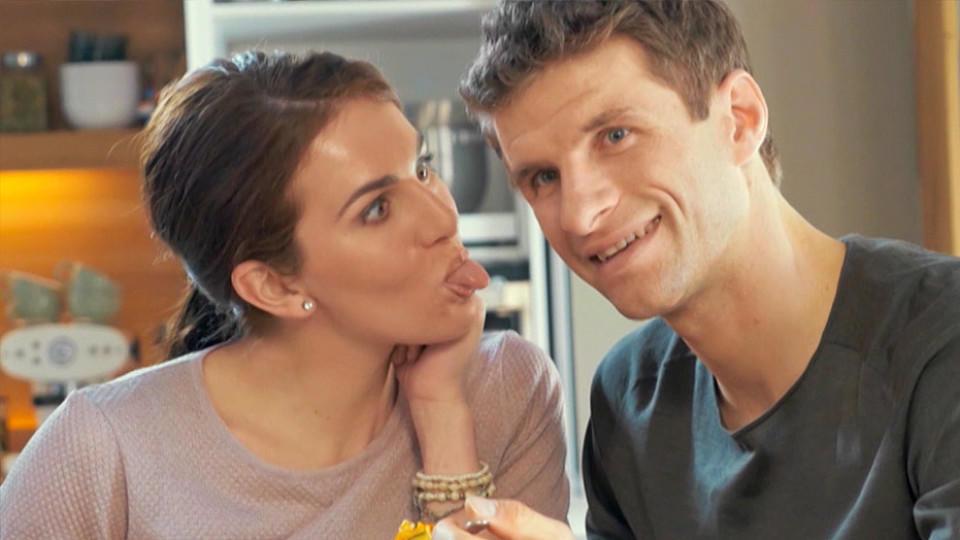 Thomas Müller Lisa Müller Hochzeit  Thomas Müller und Ehefrau Lisa lüften ihr Liebes Geheimnis