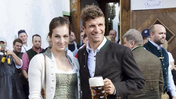 Thomas Müller Lisa Müller Hochzeit  Thomas Müller bleibt im Urlaub am liebsten daheim