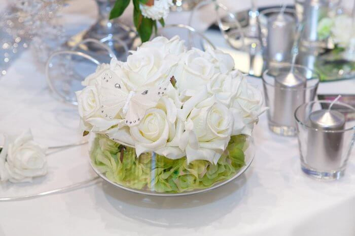 Tischdeko Hochzeit Grün Weiß  Blumendeko Grün Weiss