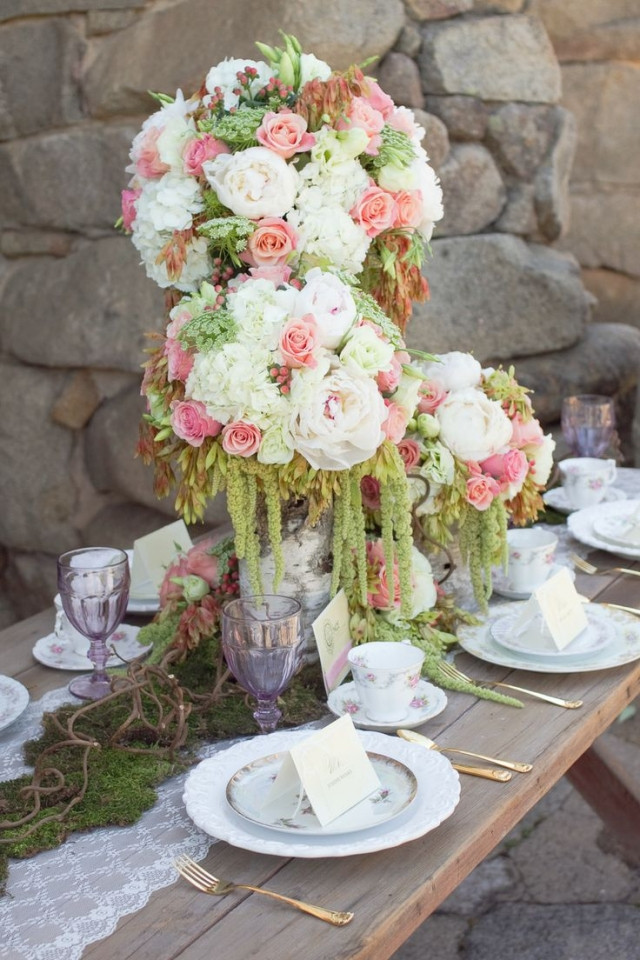 Tischdeko Hochzeit Grün Weiß  Tischdeko für Hochzeit 85 Ideen mit Blumen und viel Grün