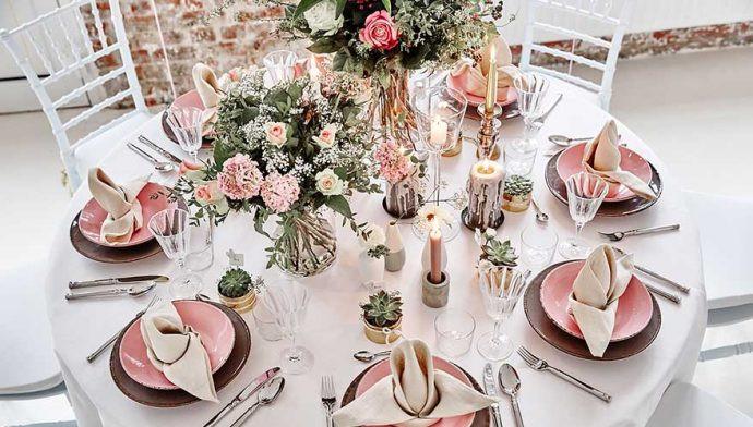 Tischdeko Zur Hochzeit  Tischdeko zur Hochzeit Deko in Rosa und Naturtönen