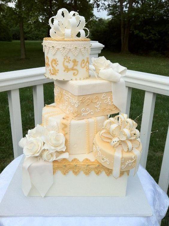 Topsy Turvy Hochzeitstorte  20 Creative Topsy Turvy Wedding Cake Ideas