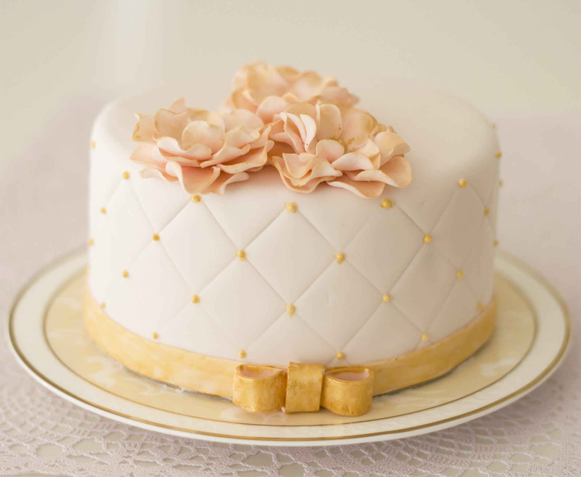Torte Goldene Hochzeit  deko torte goldene hochzeit rosa gold tc3b6rtchen PqgDXI