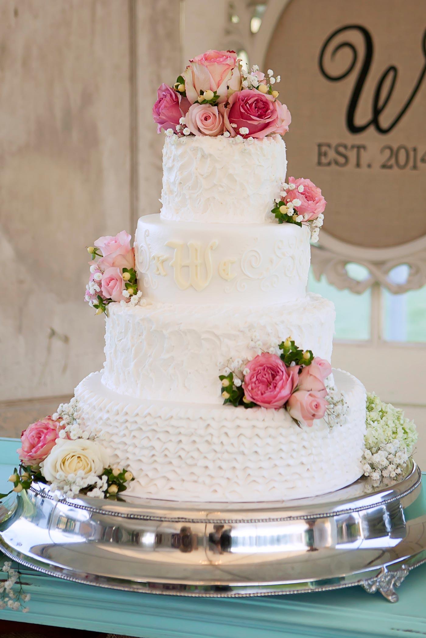 Torte Hochzeit  Hochzeitstorte Echte Blumen I Inspiration für eure