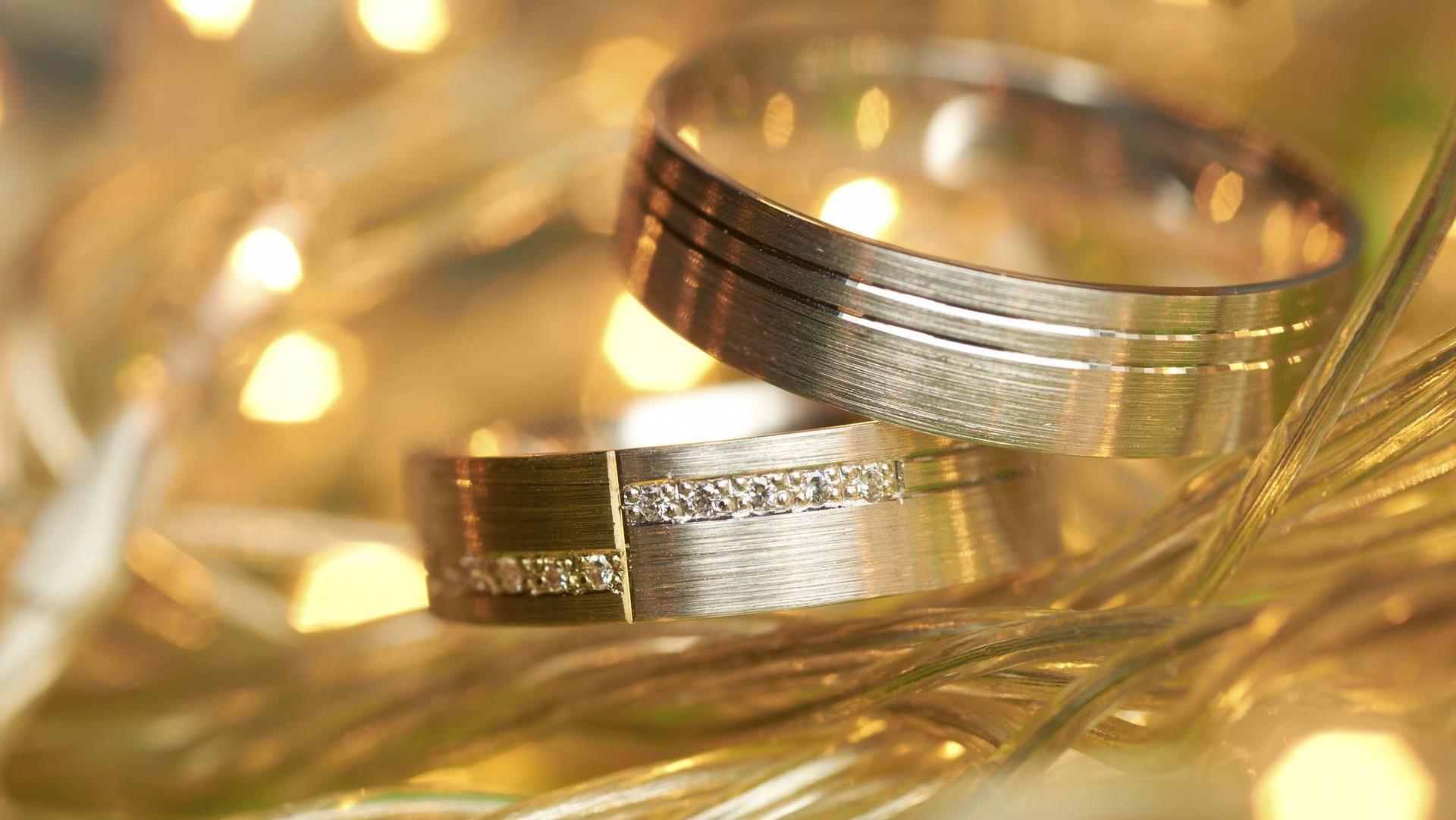 Traumdeutung Eigene Hochzeit  Eheringe aus Gold Gängige Materialien im Überblick
