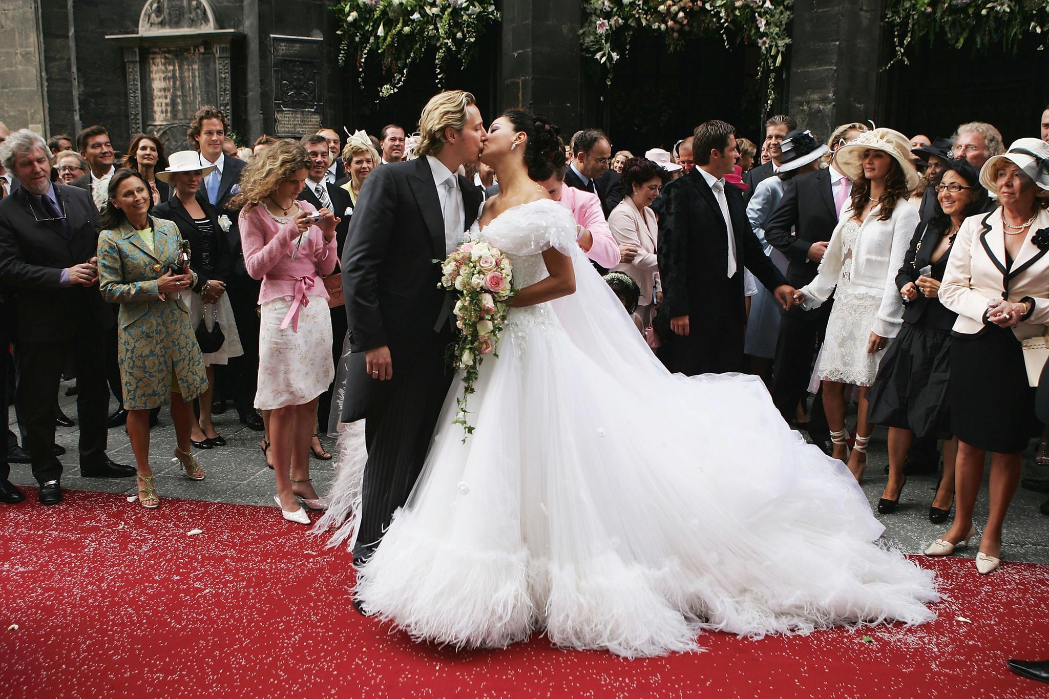 Verona Pooth Hochzeitskleid  Verona Pooth Ihr 15 jähriger Sohn San Diego beschützt sie