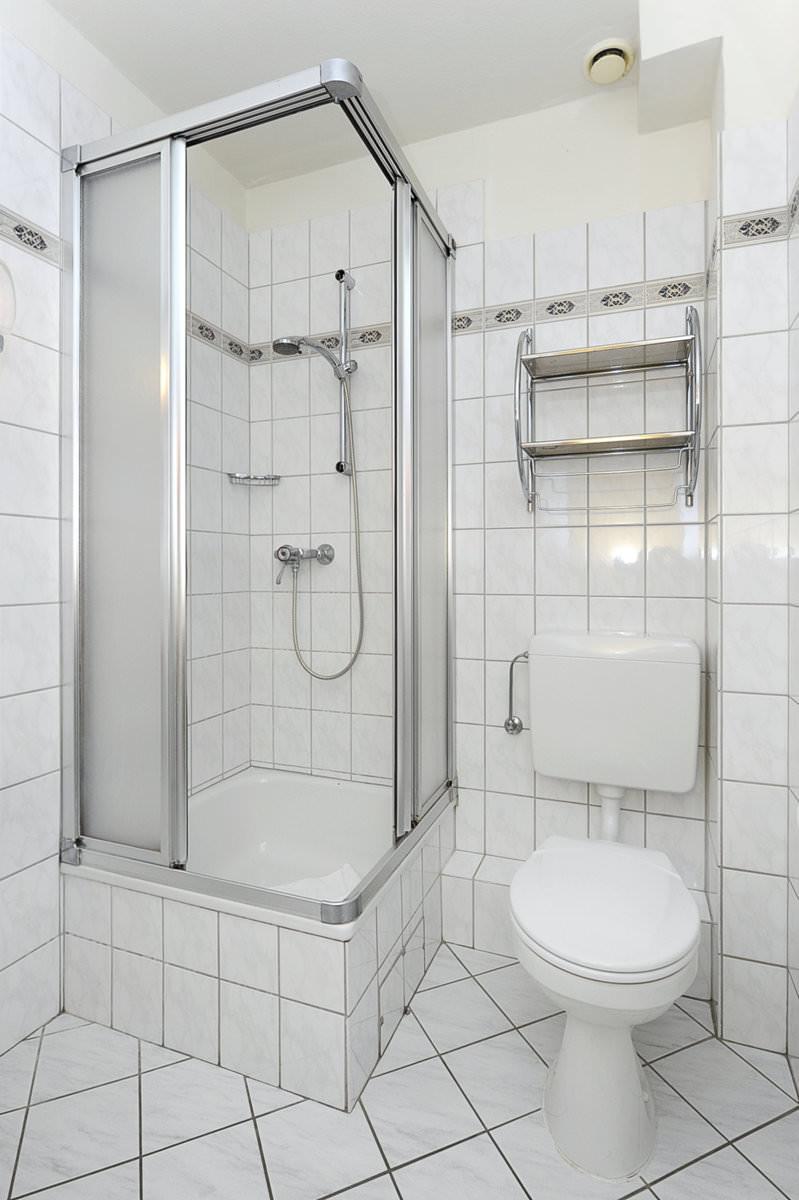 Wc Dusche  Badezimmer Mit Dusche Und Wc