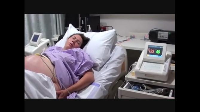 Wehen Wann Ins Krankenhaus  Natürliche Geburt von Drillingen Picoo