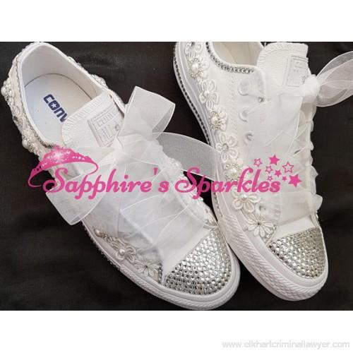 Weiße Schuhe Hochzeit  Bräute Hochzeit Schuhe angefertigt weiße Blume Converse