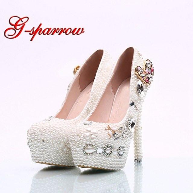Weiße Schuhe Hochzeit  Handgemachte Weiße Perle Brautkleid Schuhe Herzform