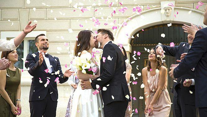 Wie Viel Geld Zur Hochzeit Schenken  Geldgeschenk zur Hochzeit Wer gibt wie viel