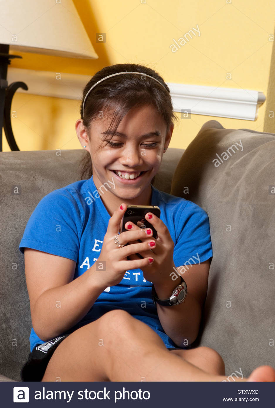 Zu Hause Anrufen  Asian American 10 Year Old Stockfotos & Asian American 10